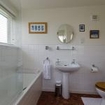 yard-cottage-bathroom-2