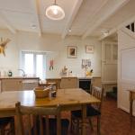 yard-cottage-kitchen-2