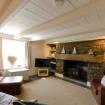 yard-cottage-sitting-room